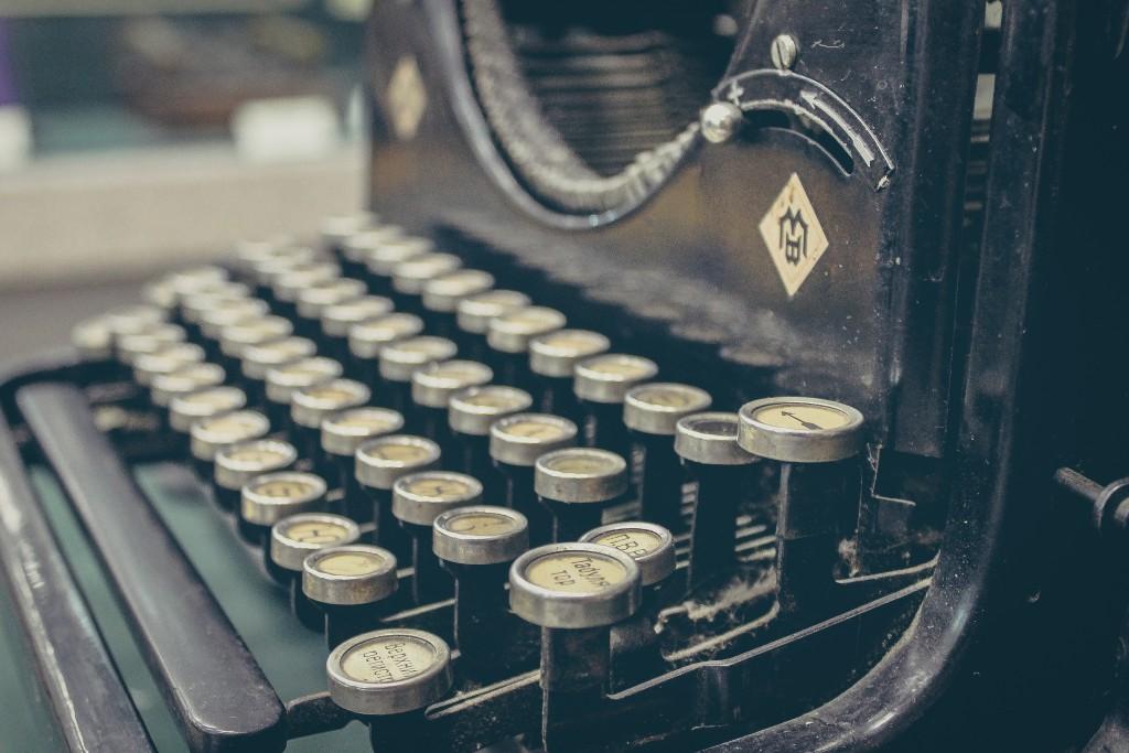 Sergey Zolkin, Maszyna do pisania, (źródło: unsplash.com)